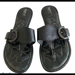 Born leather thongs with buckle